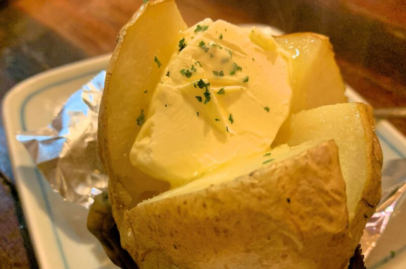 【ヒルナンデス】丸ごと新じゃがのガーリックマヨチーズ焼きのレシピ|SHINO ぐっち夫婦|格安料理バトル【4月15日】